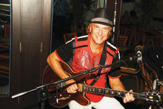 Ricky Thomas performing at Costa Linda Beach Resort
